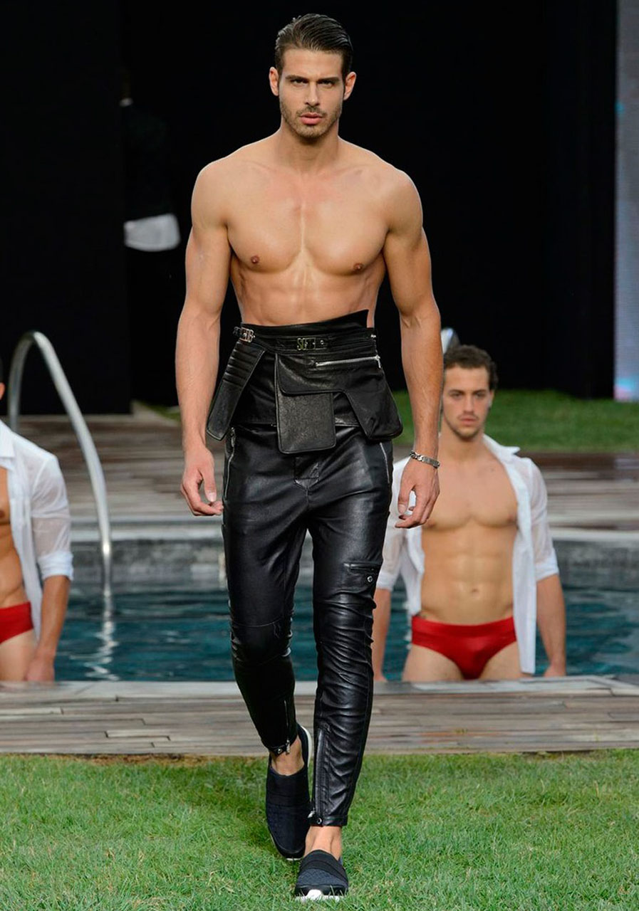 Vasilis Oikonomou cat-walks for Dirk Bikkemberg.