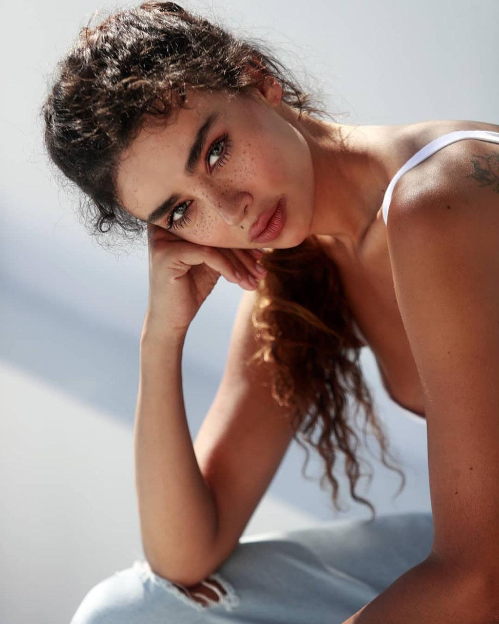 Amanda Chrishell